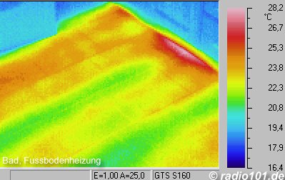 Thermal imaging: Underfloorheating in a bathroom - Thermographic picture - infrared photograph